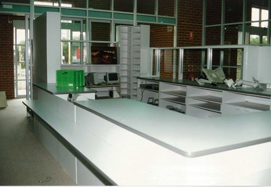 Image of the Northcote library customer service desk in 1995