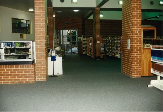 Image of Northcote library with view of the courtyard 1995
